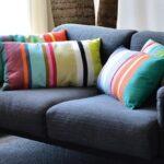 Kissen bringen Farbe aufs Sofa